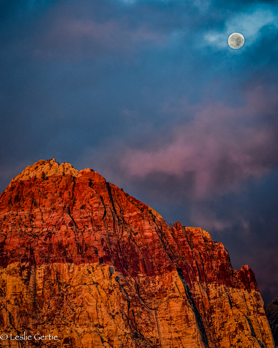 Moon over Red Rock Canyon-8610