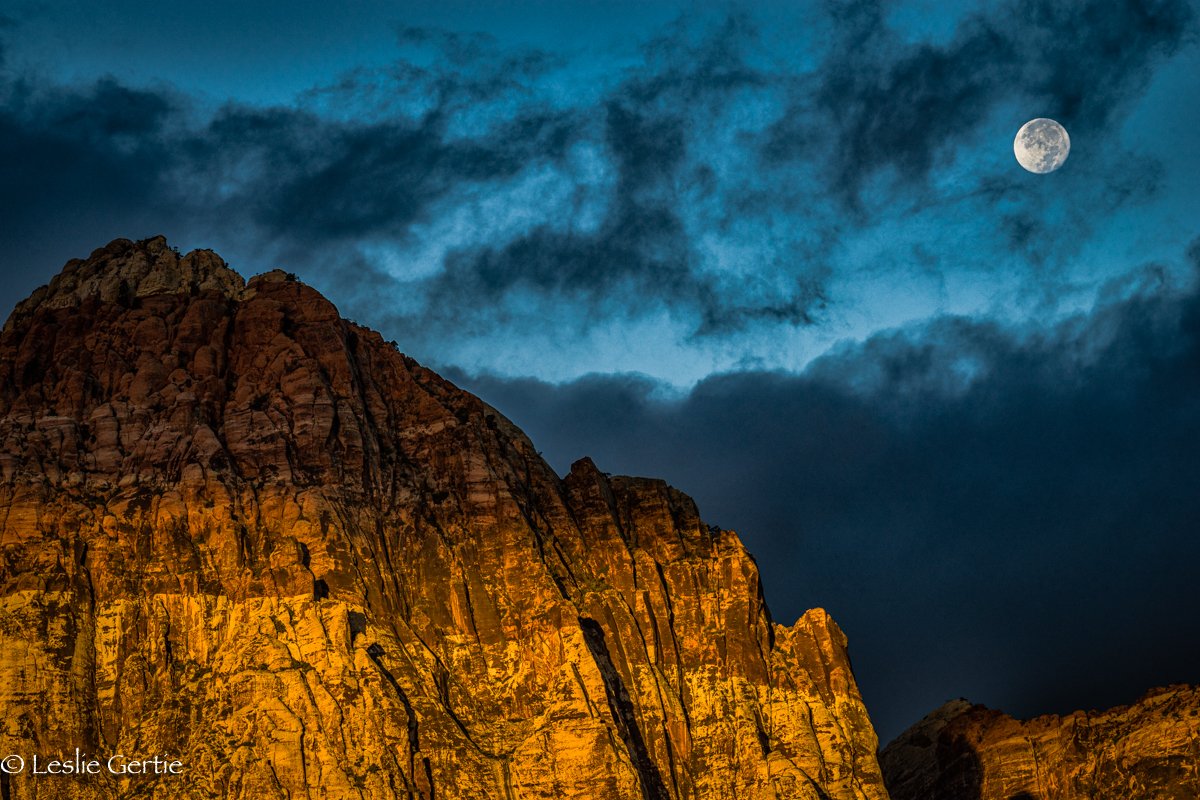 Moon over Red Rock Canyon-8676