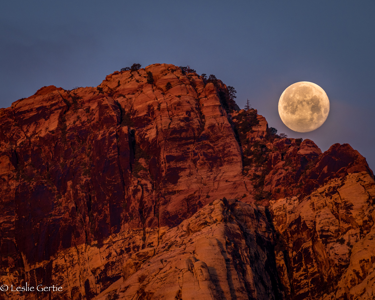 Red Rock Moonset-5057